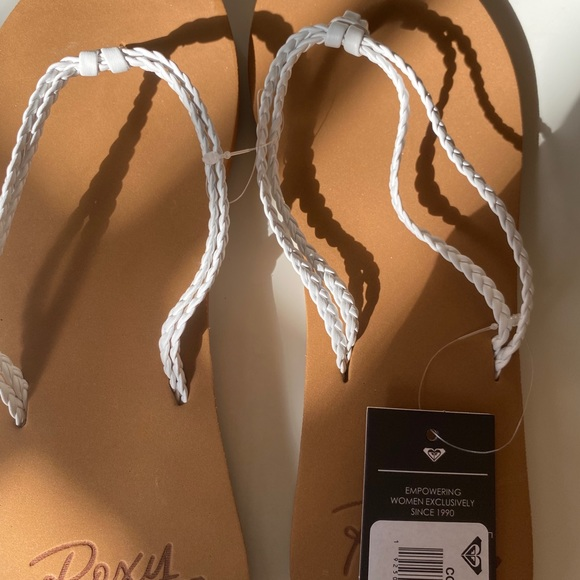 Ladies size 8 flip flops, tags attached.